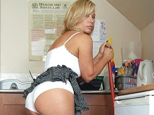 Milf Tracey Coleman getting hot in the kitchen