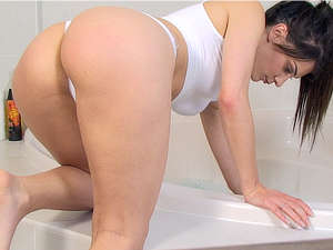 Roxy Mendez wet and glistening in the bath!