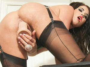 Megan Coxx likes lots of things in her pussy