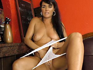Naked and horny with Raven Lee in the Pub